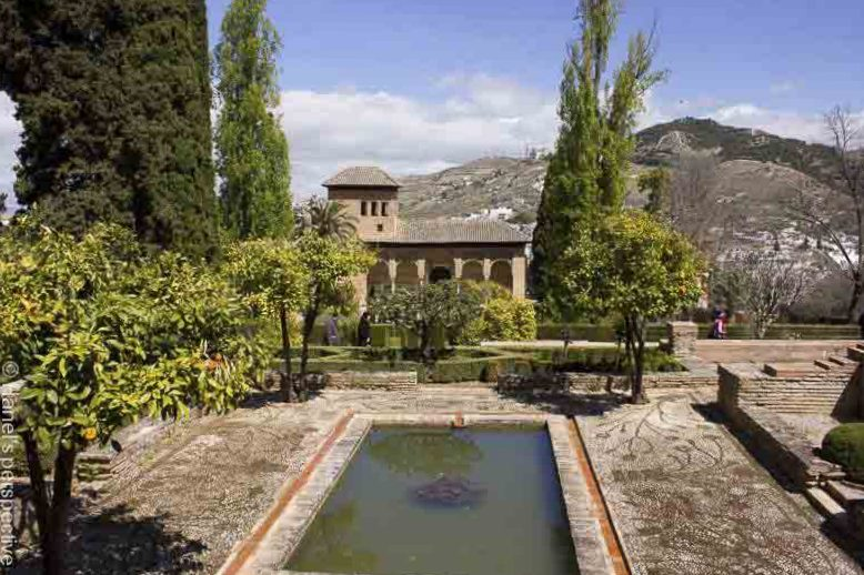 courtyard alhabra spain